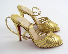 Złote szpilki Christian Louboutin
