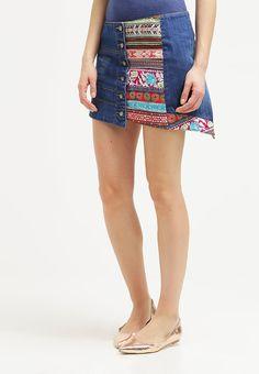 que es un personal shopper - falda estampada desigual