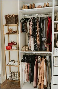 4 tips for organizing your closet, # for . - 4 tips for organizing your closet, - Best Closet Organization, Wardrobe Organisation, Walk In Closet Organization Ideas, Small Closet Storage, Diy Clothes Storage, Organisation Ideas, Purse Organization, Storage Ideas, Master Closet
