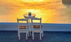 Τα αγαπημένα μας cafe στις Κυκλάδες Outdoor Chairs, Outdoor Furniture, Outdoor Decor, Belle Photo, Dining Table, Travel, Home Decor, Santorini Greece, Sunset