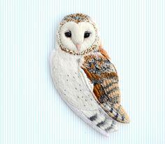 barn owl . brooch . handmade . felt . needle felted . by cOnieco