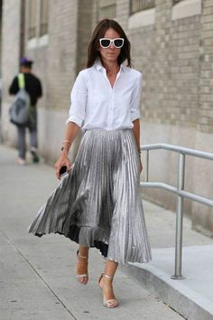 49 ideas for wedding guest skirt outfit chic Silver Skirt, Metallic Pleated Skirt, Pleated Midi Skirt, Metallic Skirt Outfit, Ruffled Skirts, Flowy Skirt, Fashion Mode, Look Fashion, Womens Fashion