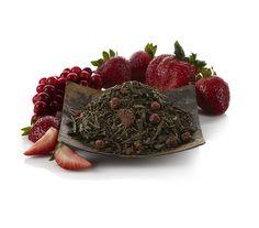 Un té para los amantes de las bayas, este delicioso té verde frutal aromatizado está perfectamente compensado por el sabor aromático del Sencha. Mezclado con rodajas de fresas y grosellas rojas, esta mezcla es ideal en cualquier momento del día, caliente o helado.