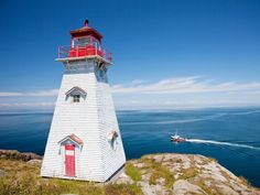 With so many beautiful coastlines and coastal towns in Atlantic Canada, it's no wonder the region is full of incredible lighthouses.