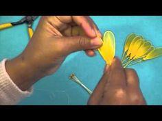 Fabrication d'une marguerite en collant / Nylon Daisy - YouTube