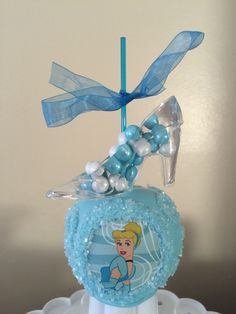 Cinderella Candy Apple with slipper on top Chocolate Covered Apples, Caramel Apples, Cakepops, Chocolates, Carmel Candy, Gourmet Candy Apples, Princess Tea Party, Princess Cakes, Apple Pop