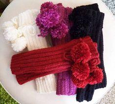 Polainas feitas em tricot com lã sedificada em várias cores , com acabamento de pompom, solicite cartela de cores.