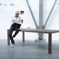 Combo Design is officieel dealer van Arco ✓Essenza eetkamertafel ✓ Gratis offerte aanvragen ✓ Makkelijk te bestellen Desk, Furniture, Home Decor, Desktop, Decoration Home, Room Decor, Table Desk, Home Furnishings, Office Desk