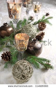 http://image.shutterstock.com/display_pic_with_logo/1009478/114626560/stock-photo-christmas-table-decoration-114626560.jpg