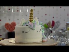 Sütisuli - Unikornis torta habkönnyű vanília krémmel - YouTube Fondant, Birthday Cake, Youtube, Desserts, Food, Fondant Icing, Birthday Cakes, Meal, Deserts