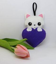 Chat en feutrine dans un coeur violet, bijoux de sac, à suspendre