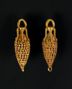 A pair of Parthian gold amphora-shaped earrings -  Circa 2nd Century A.D.