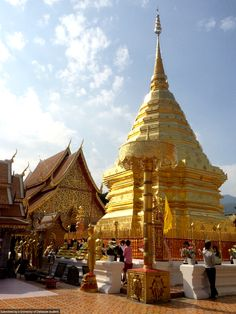 Student Vi Bui, visits the Wat Phra, Doi Suthep Temple in Chiang Mai, Thailand!