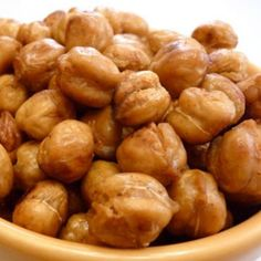 Crunch Chickpea Snacks - Toss drained and dry chickpeas with a drizzle of olive oil and salt. Roast at 400 for 30 minutes. - Oh I can't wait to make these for salads! Thanksgiving Side Dishes, Thanksgiving Recipes, Holiday Recipes, Holiday Foods, Thanksgiving Decorations, Holiday Fun, Holiday Ideas, Chickpea Snacks, Healthy Snacks