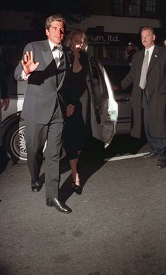574-John Kennedy Jr. and his wife Carolyn Kennedy arrive at the 30th anniversary of the Whitney Museum.