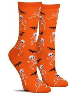 These fun Halloween socks feature a bunch of dancing skeletons busting a move while bats are flapping around! Silly Socks, Dog Socks, Funny Socks, Crazy Socks, Cute Socks, Halloween Socks, Halloween Outfits, Halloween Party, Mermaid Socks
