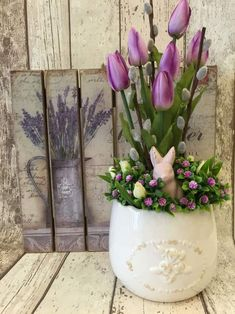 Easter Flower Decorations & Centerpieces that'll spreads the festive charm in the most beautiful way – Hike n Dip – Frühlingsdeko – trendone Easter Plants, Easter Flowers, Easter Tree, Easter Wreaths, Easter Flower Arrangements, Flower Centerpieces, Flower Decorations, Floral Arrangements, Beautiful