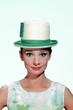 Style icon Audrey Hepburn gets a book devoted to her impeccable taste in hats - take a look inside. Katharine Hepburn, Audrey Hepburn Hat, Glamour, Divas, Moda Paris, My Fair Lady, After Life, British Actresses, Classy Women