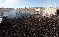 #CharlieHebdo: manifestation historique à #Marseille, entre 50 et 100000 personnes http://lpce.co/diapoCharlie