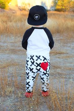 The heart on the butt is too much! Organic valentines legging - baby leggings - baby pants - toddler leggings - toddler pants #ad
