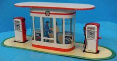 Arnold Tin-Toys Service station,1950's
