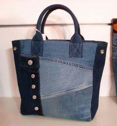 Interesting purses made from recycled denim. Jean Purses, Purses And Bags, Sacs Tote Bags, Diy Sac, Denim Purse, Denim Jeans, Denim Tote Bags, Recycled Sweaters, Denim Patchwork
