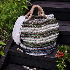 Bookazine: Parhaat Pienet kodit | Meillä kotona Recycled Crafts, Crochet Ideas, Diy Home Decor, Recycling, Craft Ideas, Embroidery, Needlepoint, Upcycle, Diy Ideas