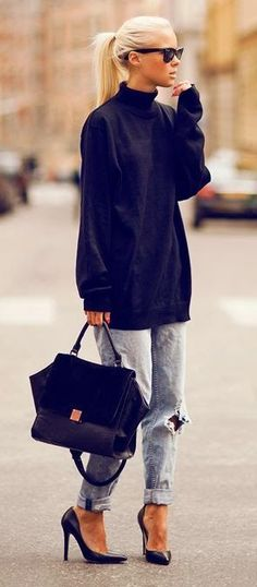 Street Style autumn 2014. Boyfriend jeans. Baggy jumper. Heels. Over sized bag