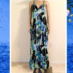 Flirty Maxi Dress for All Your Spring Outings Perfect for a summer day or the beach. Just throw on your sun glasses and flats and you're ready to go. Has beautiful braided straps. Fully lined. Excellent condition. 56 inches long from top of shoulder to bottom hem.  21 inches pit to pit. Mannequin is 5'8 Old Navy Dresses Maxi