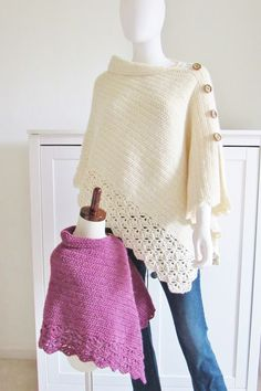 Crochet Free Crochet Poncho Pattern, Beginner Level Love, Crochet Poncho Pattern, Beginner Level Now you can make a mommy and me poncho. You will find both the kids and Woman's size free crochet pattern . Poncho Au Crochet, Pull Crochet, Crochet Scarves, Crochet Clothes, Crochet Stitches, Knit Crochet, Crochet Patterns, Scarf Patterns, Knitted Shawls