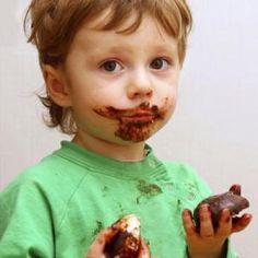 Cómo quitar manchas de chocolate de la ropa