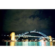 Sydney Harbour Bridge mju ll 也曾夜拍過 Olympus mju ll Sydney Australia #mjuii #film #filmcamera #filmphotography #mju2 #35mm #olympus #olympusmjuii #銀塩写真 #喵兔回憶錄 #sydneyharbourbridge #nightview #sydney #Australia by kariskai http://ift.tt/1NRMbNv