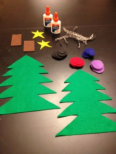 Easy Toddler/Preschool Christmas Craft... this is fun for the children. We done it a couple of times and my family with the smaller children, and it's always a hit.