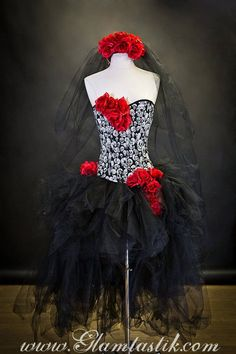 Custom Size Red White and black skulls and tulle burlesque prom dress with roses Day of the Dead costume Ready To Ship Halloween 2014, Holidays Halloween, Halloween Make Up, Halloween Party, Halloween Costumes, Mexican Halloween, Sugar Skull Costume, Catrina Costume, Fancy Dress