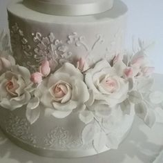 Wedding cakes by Le torte di Micky - http://cakesdecor.com/cakes/290331-wedding-cakes