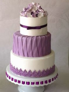 Purple & white wedding cake... Could to mint instead of purple?