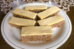 Tradičný koláčik asi všetkých domácností s orechami a žĺtkovou polevou. Cheesecake, Desserts, Food, Cheesecake Cake, Tailgate Desserts, Deserts, Cheesecakes, Essen, Dessert