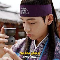 —Así parece, V hyung—Murmuró Jungkook y yo me di la tarea de hacer que aquel ambiente tan tenso se vaya entre la línea maknae