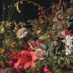 Like a painting 💛  photo @garyashleyweddings   flowers @oftheflowers   #fireflyevents #fireflywest #bkmarried #palmsprings #weddings