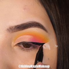 A rule that you should be careful not only for your bridal makeup, but for all your life: Make-up according to your eye and skin color! Creative Eye Makeup, Colorful Eye Makeup, Simple Makeup, Summer Eye Makeup, Orange Eye Makeup, Yellow Makeup, Bright Eye Makeup, Spring Makeup, Makeup Eye Looks