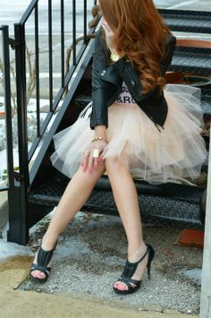 love this tulle skirt and leather jacket! Very 'sex in the city'