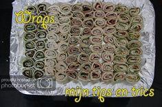 hapjes gevulde wraps; in dit artikel vind je mijn tips en recepten. Gevulde wraps zijn ideaal voor op de hapjesschaal, makkelijk en lekker! Taco Wraps, Lunch Wraps, Bacon Wrapped Smokies, Peanut Dipping Sauces, Avocado Wrap, Summer Rolls, Butter Recipe, Party Snacks, High Tea
