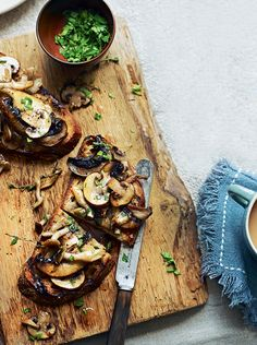 Garlic mushrooms on toast – a quick, easy and full-flavoured brunch or lunch recipe.