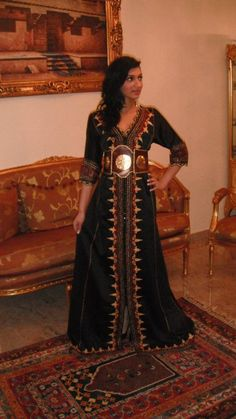 so pretty. Moroccan Fashion, Costumes Couture, Moroccan Caftan, Cool Style, My Style, Medieval Fantasy, Saris, Middle East, Kaftan