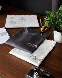 GOOD VIBES ⚡ GOOD TIMES-⚓Da kommen auch wieder ein paar Limited Edition Shirts und wer weiß…vielleicht auch noch ein luftiger Zip Hoodie 🤷🏻♂️😊-💧Drop on 28.07.21 - 20:16•⚓ www.stroncton.com🌎 worldwide shipping👕 Drop on: 28.07.21📸 @himynameisgeri 💚 1€ / Artikel geht an die Stroncton Foundation. Somit können wir gemeinsam mit dir gute Zwecke unterstützen.⚓