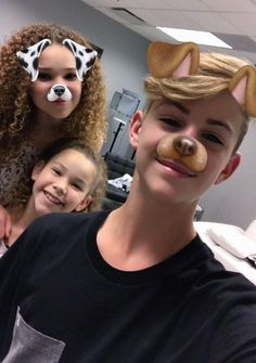 Puppies cutest ever Hashtag Sisters, Liza And David, Jayden Bartels, Baby Panda Bears, Funny Spongebob Memes, Snapchat Girls, Lily Chee, Bff, Actor Picture