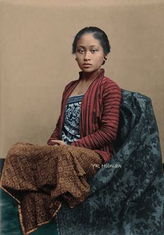 Famous Historical Figures, Historical Pictures, Old Photos, Vintage Photos, Bali Girls, Indonesian Women, Tribal Women, Kebaya, Female Portrait