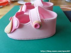 Deborah Hwang Cakes: Hoe fondant baby schoenen maken