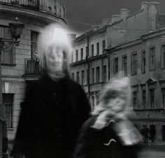 In the winter of photographer Alexey Titarenko documented a cold, gloomy day, in the midst of the collapse of the Soviet Union. Titarenko created a series of long exposure photos that he called City of Shadows, that truly captures a dark moment. Movement Photography, Old Photography, Creative Photography, Street Photography, Portrait Photography, People Photography, Alexey Titarenko, Dada Art Movement, City Of Shadows