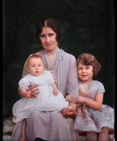 Princess Margaret, Queen Mother and Princess Elizabeth, later to become Queen Elizabeth II. English Royal Family, British Royal Families, George Vi, Queen Mother, Queen Mary, Prinz Philip, Lady Elizabeth, Duchess Of York, Isabel Ii